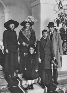Princess Augusta of Bavaria, Archduchess of Austria (1875–1964 surrounded by her children. From left: Archduchess Sophie Klementine (1899–1978), Princess Augusta, Archduchess Magdalena (1909–2000), Archduke Ladislaus (1901–1946) and Archduke Joseph Franz (1895–1957).