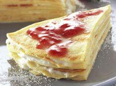 Pannenkoekentaart met aardbeienconfituur en vanillecrème. Nog uitproberen.