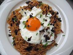 Mi goreng noodles by Boštjan Cigan, via Flickr