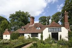 Arts and Crafts Movement houses | munstead wood hut