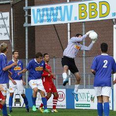 RVC'33 behaalt eerste punt na zinderende slotfase  Danny Gepubliceerd op 07 september 2015 om 10:06 door Danny  Een spannende dag voor iedereen in Reeuwijk. Zondag 6 september kreeg de promotie van de heren 1 van RVC gestalte tijdens de openingswedstrijd van het nieuwe seizoen tegen GLZ Delfshaven. De Reeuwijkers welke met een ongewijzigde ploeg de strijd opnieuw aan gaan kregen wel met een tegenslag te maken toen men zondag vernam dat de KNVB spelerspassen van de gebroeders Van der Poel…