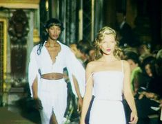 Naomi Campbell & Kate Moss opening Chloé Spring 1998 - theartsydreamertype.tumblr.com