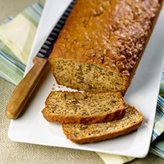 All-Bran™ Banana Nut Bread Recipe - There's a nostalgic quality to banana bread that makes you want to put on a pair of pyjamas and curl up with a good book. Dairy Free Banana Bread, Moist Banana Bread, Banana Bread Recipes, Nut Bread Recipe, Keto Bread, Gluten Free Baking Mix, Patisserie Sans Gluten, All Bran, Unsweetened Applesauce