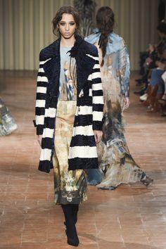 Alberta Ferretti Fall 2017 Ready-to-Wear Fashion Show - Yasmin Wijnaldum