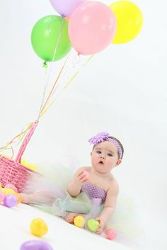 Easter Photo :) @Stacey Michel balloons are so cute!