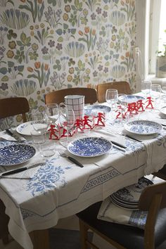 Lovely blues on the table, Gustavsberg porcelain, Josef Frank wallpaper. Feine Kleine Day
