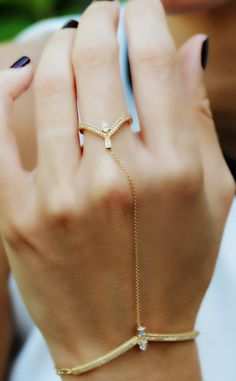 Gold hand bracelet, ring bracelet , a dainty and delicate piece of minimal jewelry. Hand Jewelry, Body Jewelry, Jewelry Rings, Silver Jewelry, Jewelry Accessories, Jewelry Design, Jewellery, Silver Ring, Silver Earrings