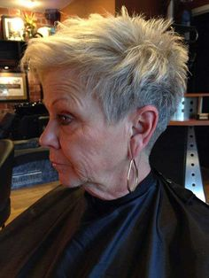 2019 Kurze Frisuren für ältere Frauen mit dünnem Haar Thin Hair Cuts how to style a pixie cut with thin hair Thin Hair Cuts, Short Thin Hair, Short Grey Hair, Short Hair Cuts For Women, Thin Hair Pixie, Short Bobs, Straight Hair, Popular Short Hairstyles, Short Pixie Haircuts