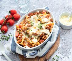 Macaroni ovenschotel met gehakt en kaas Pot Pasta, Pasta Dishes, Food Dishes, Penne Pasta, Dutch Recipes, Italian Recipes, Easy Diner, Pasta Recipes, Dinner Recipes