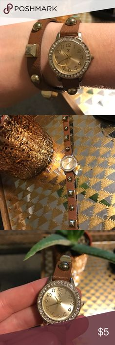 Studded Wrap Watch Brown and gold wrap watch that secures with snaps. I've had it for a long time and it's worked in the past. I'm not positive if it works but I truly think it does and it just needs batteries. Accessories Watches