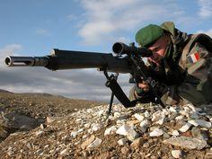 Legionnaire using an FR F2 in Afghanistan (2007).