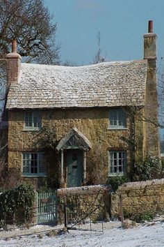 "Fake country cottage in Surrey, England. It was built for the movie ""The Holiday"". Stone Cottages, Cabins And Cottages, Stone Houses, English Country Cottages, English Countryside, Cute Cottage, Cottage Style, Cottages Anglais, Cottage Homes"