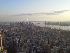 Manhattan vista dall'Empire State Building e la sua nuova torre.. Agosto 2014
