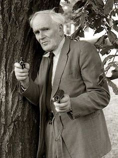 "Desmond Llewelyn who played gadget maker ""Q"" in most of the ""James Bond""-movies."