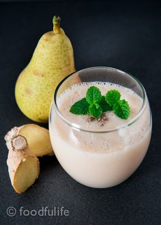 Pear and ginger smoothie. Pear & ginger smoothie with a secret ingredient. Flavorful and delicious! Ginger Smoothie, Pear Smoothie, Yummy Smoothies, Yummy Food, Tasty, Blender Recipes, Recipe Of The Day, Cocktail Recipes, Dairy Free