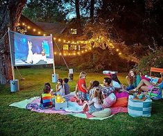 Love this idea for an outdoor movie night with the family!