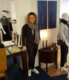 #Carine #Damesmode Ik draag een heerlijk zittend broekje van #Culture, een pullover van #Armani en de sjaal is ook van Armani #Haverstraatpassage #Enschede #Damesmode #culture #Armani