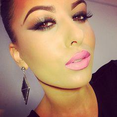IG: Amrezy | Dope makeup | Pale Pink Lip | Browns to lighten the eyes | Ugh-mazing |