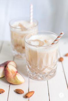 White Almond Peachy mit Amaretto | Rezept zum #happyfizzyfriyay von…
