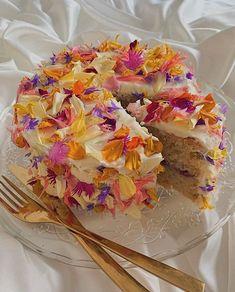 Pretty Birthday Cakes, Pretty Cakes, Cute Food, Yummy Food, Bolo Halloween, Think Food, Cute Desserts, Just Cakes, Breakfast Cake
