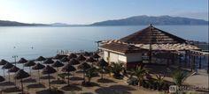L'Hotel Nertili offre una spiaggia privata con sdraio e ombrelloni, un bar e un ristorante con terrazza con vista sul mare. #Saranda #Albania