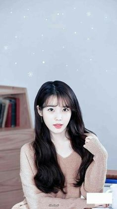 Iu Short Hair, Iu Hair, Short Hair Styles, Korean Bangs Hairstyle, Korean Hairstyles, Korean Girl, Asian Girl, Korean Artist, Girls Sweaters