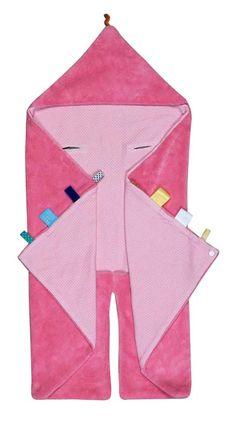Snoozebaby wikkeldeken in de kleur Blossom Pink, met de welbekende labeltjes die de tastzin en motoriek van je baby helpen ontwikkelen. Heerlijk zacht voor na het badderen en/of verzorgen.