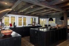 Hemsedal/Solheisen. Fantastisk og eksklusiv hytte med 268 kvm gulvareal.Solrikt og usjenert beliggende. Panormautsikt og ski inn/ut | FINN.no Kitchen Island, Real Estate, Interior, Ski, House, Home Decor, Mountain, Dark, Cabins