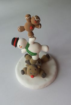Figuras de Bii Craft and art Fondant Christmas Cake, Christmas Themed Cake, Christmas Topper, Felt Christmas Decorations, Polymer Clay Christmas, Diy Christmas Gifts, Christmas Crafts, Christmas Ornaments, Vintage Christmas