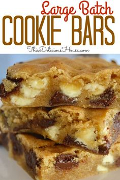Large Batch Cookie Bars have an entire bag each of white chocolate and chocolate chips! Dont miss this easy recipe for moist and delicious cookie bars that are tasty and simple cookie dessert to feed a crowd! desserts to sell Mini Desserts, Make Ahead Desserts, Desserts For A Crowd, Food For A Crowd, Easy Desserts, Healthier Desserts, Cake Recipes For Kids, Quick Dessert Recipes, Easy Cake Recipes