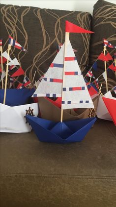 Barcos de papel Origami Boat, Beaded Jewelry Patterns, Quilling, Decoupage, Nautical, Crafts For Kids, Baby Shower, Christmas Ornaments, Holiday Decor