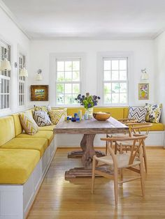 Banquette seating for 10 at this family breakfast table- extend bench Kitchen Seating, Kitchen Benches, Kitchen Banquette Ideas, Kitchen Booths, Dining Room Bench Seating, Kitchen Ideas, Kitchen Planning, Design Kitchen, Kitchen Island Built In Seating