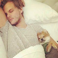 Sleeping with daddy :) @oliverthefox @avicii <3