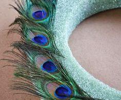 How to Make a Peacock Wreath Peacock Wreath, Peacock Crafts, Feather Wreath, Peacock Decor, Feather Crafts, Peacock Feathers, Peacock Colors, Feather Bouquet, Peacock Art