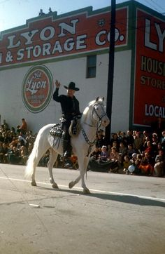 "William ""Hopalong Cassidy"" Boyd and Topper in the 1951 Rose Parade"