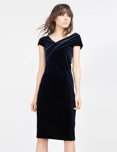 a1003b37f9dd 15 Best Velvet dress images   Samt, Schöne kleider, Abendkleid
