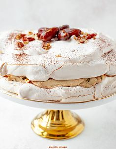 coffee cream, dates and nuts on We Heart It Meringue Pavlova, Dacquoise, Keto Cake, Coffee Cream, Bakery Cafe, Dessert Recipes, Desserts, Let Them Eat Cake, Sweet Recipes