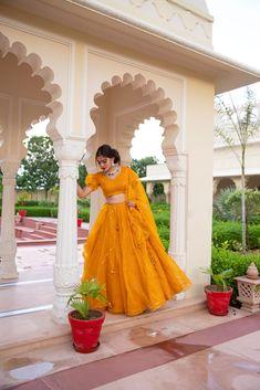 Indian Gowns Dresses, Indian Fashion Dresses, Indian Designer Outfits, Dress Indian Style, Indian Wear, Couple Wedding Dress, Wedding Lehenga Designs, Lehnga Dress, Indian Bridal Outfits