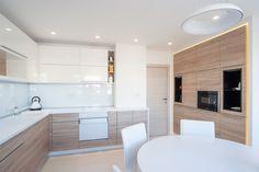 Modern kitchen - high gloss white mdf / wood texture   kuhinja-visoki-elementi-farbani-medijapan.jpg