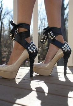 Black and gold! stunning shoe accessories! <3 Only AUD $35