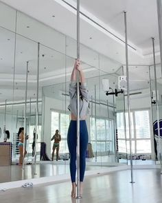 Pole Fitness Moves, Pole Dance Moves, Pole Dancing Fitness, Fitness Workout For Women, Sport Fitness, Pool Dance, Pole Classes, Pole Tricks, Pole Art