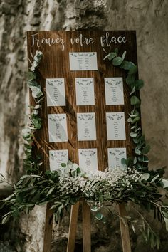 Plan de table mariage bohème Discover the marriage of Guillaume and Marianna, photographed by Laëtit Seating Plan Wedding, Wedding Reception Tables, Wedding Table Decorations, Wedding Ceremony, Seating Plans, Wedding Signs, Diy Wedding, Wedding Day, Wedding Favors