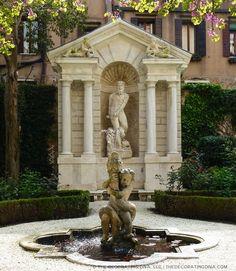 Garden fountain statue niche in Venice garden of Barnabo palazzo | The Decorating Diva, LLC #blogtourmilan #venice #gardens
