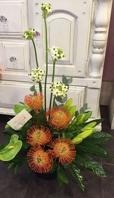 Proteas Modern Flower Arrangements, Tropical Floral Arrangements, Tropical Flowers, Big Flowers, Fresh Flowers, Beautiful Flowers, Corporate Flowers, Floral Design, Orchids