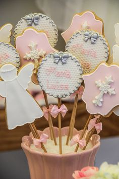 decoration-christening-of-girl-angel-Fabiana- Election … Angel Theme, Angel Decor, Christian Baby Shower, Baptism Cookies, First Communion Favors, Baptism Party, Girl Christening, Backyard Garden Design, Heaven Sent