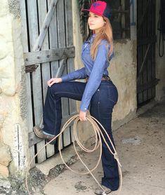 """Giovanna Duarte on Instagram  """"Roupa maaaaaravilhosa da Radade! 😍♥  Agradeço muito a  raphaelradade  radadecountry  cowboy store . Camisa 85179cc4d8f"""
