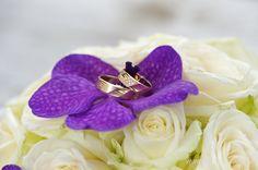 #ringen #goud #boeket #rozen #wit #paars #diamantjes #rings #gold #bouquet #roses #white #purple #diamonds