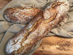 """Um das - für manche - unbekannte Wort bereits am Anfang zu erklären: """"Eachtleng"""" heißen die Kartoffeln auf Lungauerisch :-)  Mit den Eachtleng (dieses Mal habe ich welche aus Niederösterreich verwendet - die original """"Lungauer Eachtleng"""" gibt's nämlich erst wieder im September) hab ich heute ein knuspriges, aber trotzdem saftiges Baguette gebacken...  Eachtlengbaguette Zutaten (für 2 Ciabatta, Bakery, Breads, Food Porn, September, Treats, Chef Recipes, Bread Rolls, Bread"""