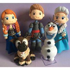 Frozen #familiafrozen #festafrozen #biscuit #topodebolo #princesas #principe #kristoff #sven #anna #elsa #olaf #frozen #sistersforever   #frozenfever