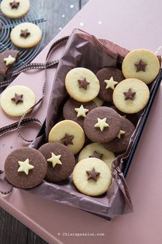 65 Best Christmas Cookies That Are Perfect for Any Holiday Gathering - Page 14 of 65 - Lily Fashion Style Biscotti Cookies, Cake Cookies, Christmas Sugar Cookies, Christmas Desserts, Cake Decorating Tips, Cookie Decorating, Best Cookie Recipes, Cake Recipes, Cookie Pictures